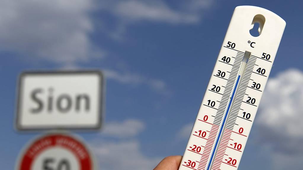 In Sitten hat es am Montag noch einen Hitzetag gegeben: Das Thermometer zeigte 30,2 Grad. (Symbolbild)