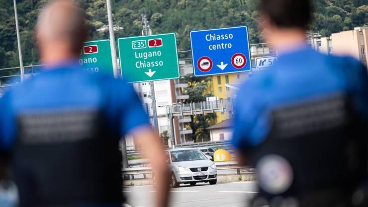 Mitte Juni: Die Schweiz hebt nach dem Lockdown die Grenzkontrollen gegenüber allen EU/Efta-Staaten auf und kehrt zurück zur vollen Personenfreizügigkeit.