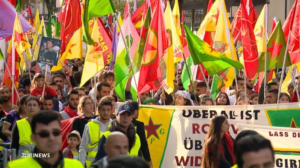 Tausende Kurden demonstrieren in Zürich gegen türkische Offensive