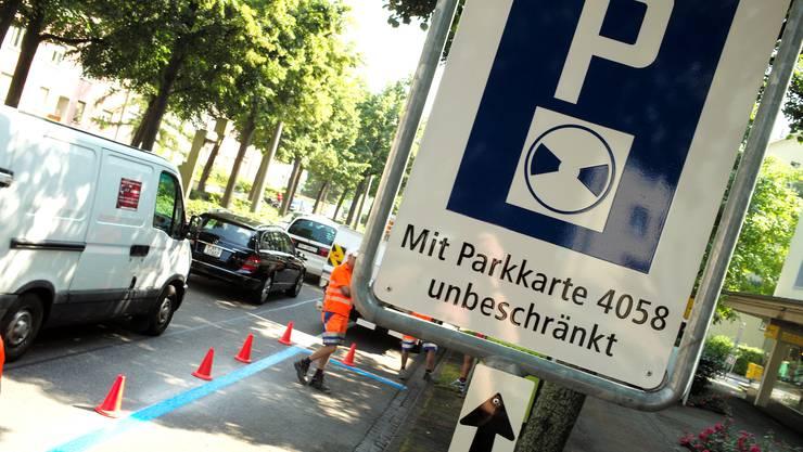 Arbeiten an der Bäumlihofstrasse in Basel zur Erstellung einer Blauen Zone.