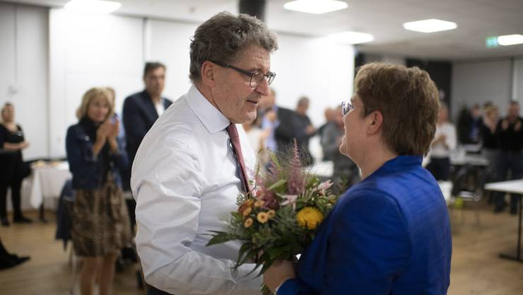 Bei den letzten Wahlen konnten sie noch gemeinsam lachen: Jetzt wird der Bündner SVP-Mann Heinz Brand abgewählt, während seine Parteikollegin Magdalena Martullo glanzvoll die Wiederwahl schafft.