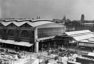 Um 1930 ist die Wanner-Halle zu eng: Vor ihr wird eine Querhalle erstellt, an der sich mehr Gleise anbinden lassen. Ein Provisorium – es steht noch heute.
