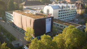 Greenpeace-Aktivisten verhüllten 2016 in Baden ein Gebäude des Axpo-Hauptsitzes.