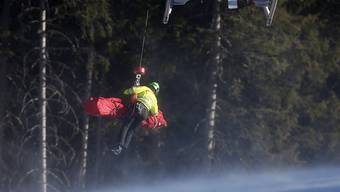 Sandro Viletta wird in Val Gardena mit dem Helikopter abtransportiert