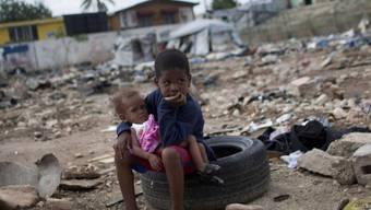 Kinder in Flüchtlingscamp in Haiti nach Erdbeben 2010 (Archiv)