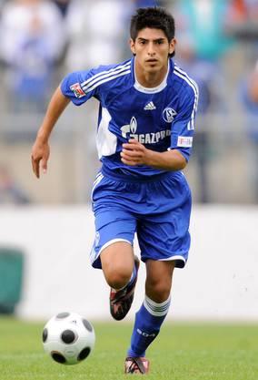 Mit 16 wechselt er zu Schalke 04.