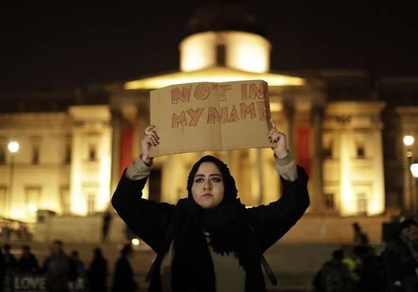 «Not in my name» – nicht in meinem Namen, so eine trauernde Muslimin.