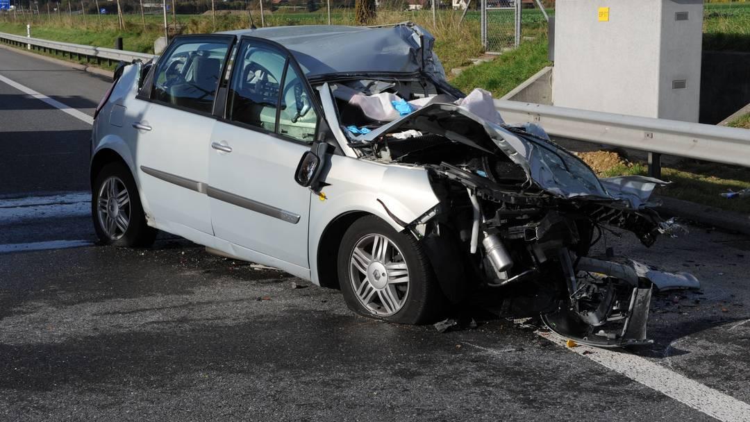 Crash Auf Der A2 Eine Schwerverletzte Blaulicht Aargauer Zeitung