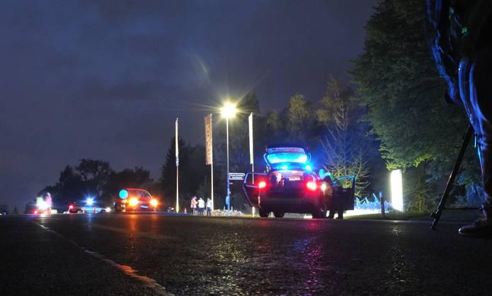 Der 18-jährige Töfffahrer verstirbt am Unfallort.