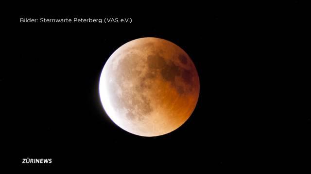 Schattenspiel am Nachthimmel: Faszination Blutmond