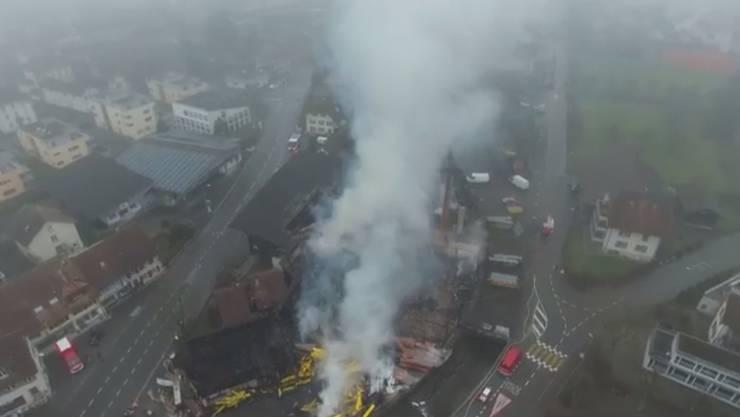 Luftaufnahme vom Freitagmorgen: Von oben ist das Ausmass der Zerstörung ganz erkennbar.
