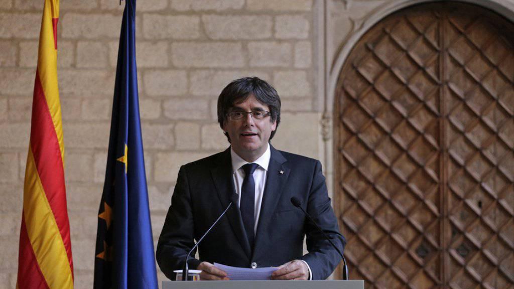 Carles Puigdemont bei seiner Rede am Donnerstag vor dem Regierungspalast in Barcelona.