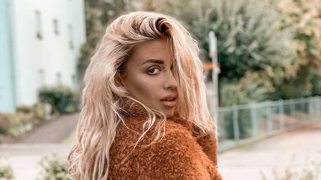 blonde Dijana Cvijetic