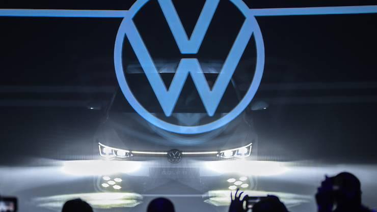 Der VW-Konzern hat in den ersten neun Monaten im laufenden Geschäft deutlich mehr Gewinn erzielt als im Vorjahreszeitraum. (Archiv)