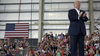 Ein Vertrauter Putins soll Millionen in den Wahlkampf Trumps gepumpt haben.