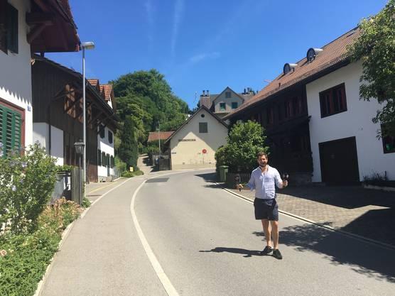 Dominik Widmer im alten Dorfzentrum von Hedingen