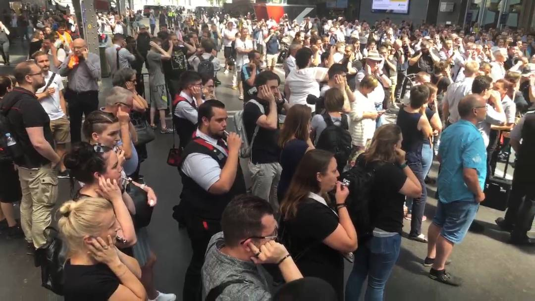 Nach tragischem Unfall: Bähnler-Kollegen ehren tödlich verunfallten Zugchef