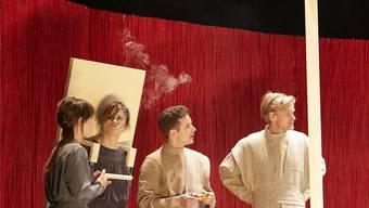 Alles Schall und Rauch: Neben Volksbühnen-Star Sophie Rois (Zweite v.l.) gehen die anderen Schauspieler unter.