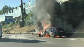 Thumb for 'Lichterloh brennnedes Auto auf der A1 beim Fressbalken in Würenlos.'