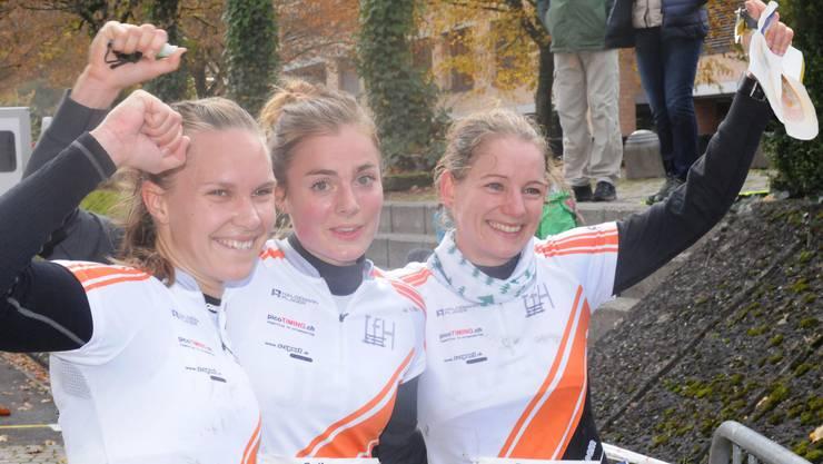 Siegerjubel bei Silj Ekroll Jahren, Sarina Jenzer und Sabine Hauswirth (von links)
