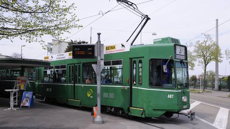 Die Tramverlängerung um 3,1 Kilometer zum Bahnhof Saint-Louis erschliesse auf beiden Seiten der Landesgrenze Areale, die bisher nicht oder mangelhaft mit dem Öffentlichen Verkehr erreichbar seien. (Archivbild)