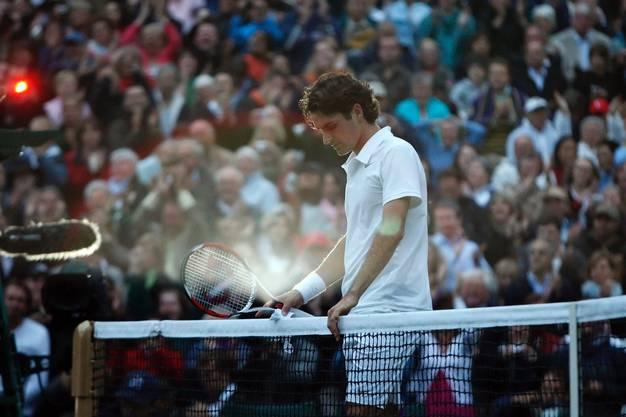 «Obwohl ich in Wimbledon auch bei einigen Siegen Roger Federers dabei war, ist mir doch am meisten die Finalniederlage gegen Rafael Nadal 2008 in Erinnerung geblieben. Nachdem Federer die ersten beiden Sätze verloren hatte, dachte niemand, dass er sich noch einmal zurückkämpfen würde. 7:6, 7:6 entschied er Satz 3 und 4 für sich. Als er den fünften Satz nach 4:48 Stunden Spielzeit schliesslich mit 9:7 verlor, war es bereits 21.17 Uhr Ortszeit und so dunkel, dass die Fotografen direkt nach dem Matchball die Blitze auf die Kameras stecken mussten.»