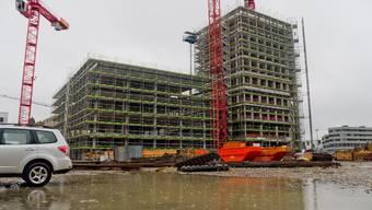 Der Bau des Gastro-Social-Tower schiesst in die Höhe.