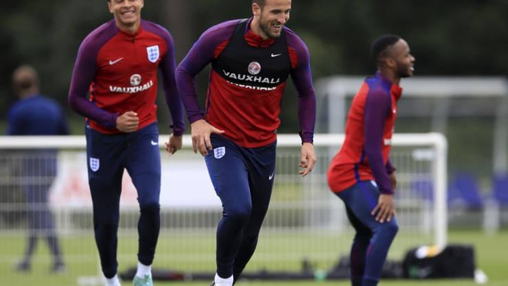 Die Engländer (mit Harry Kane in der Mitte) bereiteten sich am Sonntag seriös auf das wegweisende Heimspiel gegen die Slowakei vor
