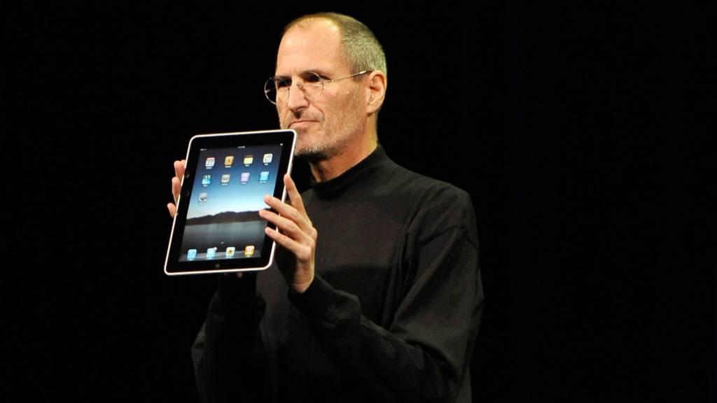 «One more thing» -  mit diesem Satz kündigte der verstorbene Apple-Chef Steve Jobs jeweils neue Produkte an. Doch Apple hat den Satz damit nicht gepachtet, auch Swatch darf ihn benutzen, wie ein britisches Gericht entschieden hat. (Archiv)
