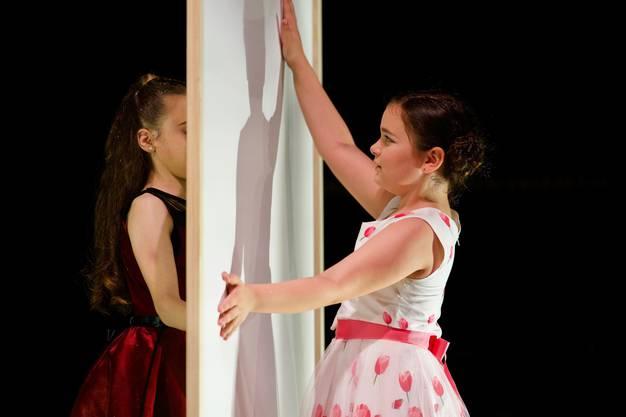 Nach intensivem Training liefern die Tänzerinnen und Tänzer eine professionelle Show ab.