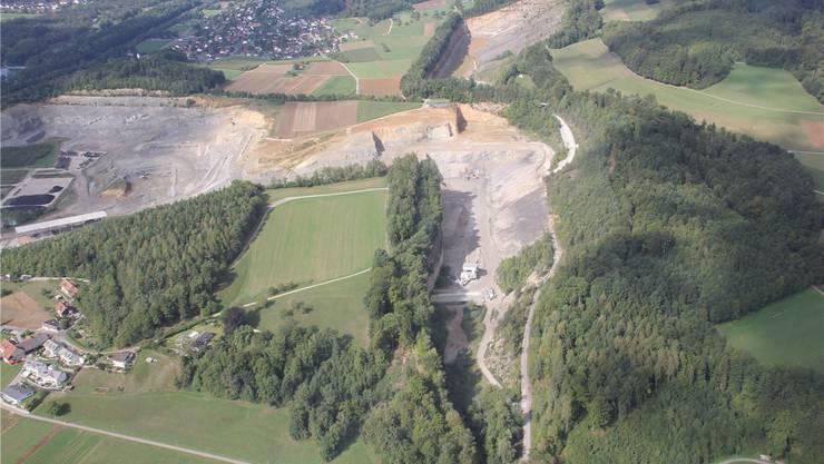 Die Erweiterung Ost wird einen Teil des Steibitz (grüne Wiese Bildmitte) betreffen und rückt näher an die Häuser.