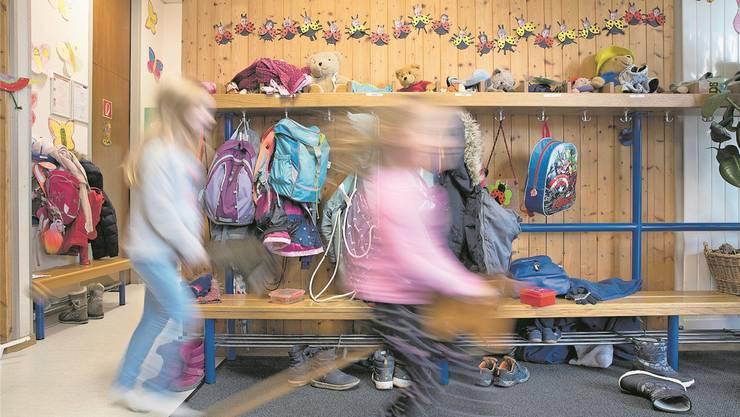 Ein 31-jähriger Kindergarten-Lehrer, der in Spreitenbach arbeitet, hat sich mit dem Corona-Virus infiziert. (Symbolbild)