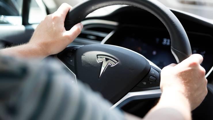 Da kauft man sich ein umweltfreundliches Auto und macht plötzlich mehr Kilometer: Forscher untersuchen die Psychologie dahinter. (Symbolbild)