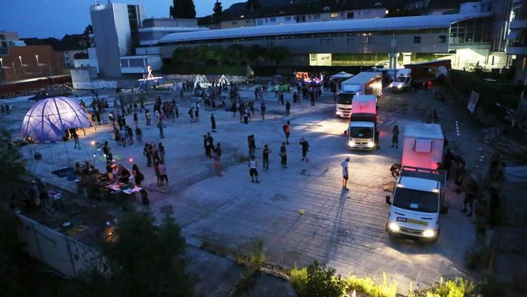 Trotz nächtlicher Lärmklagen und Anzeigen wegen Sachschaden: Die Polizei lässt die Aktivisten auf dem Binz-Areal gewähren.