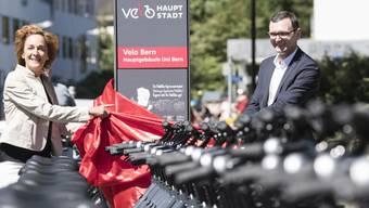 Die Berner Gemeinderätin Ursula Wyss (links) gibt viel Geld aus, um mehr Menschen auf das Velo zu kriegen.