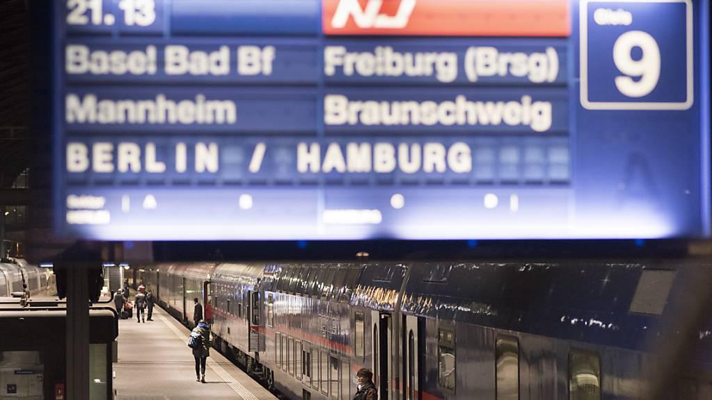 Bis jetzt gehen die SBB davon aus, dass der Fernverkehr von der Schweiz nach Deutschland nicht vom Lokführer-Streik betroffen sein dürfte. (Archivbild) A