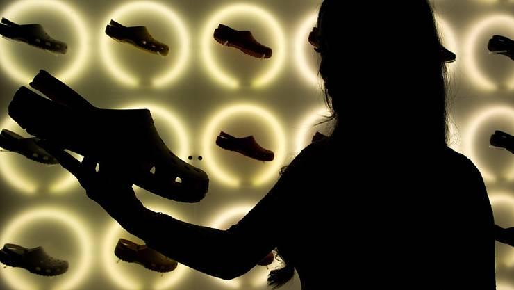 Der US-Hersteller von Crocs, den bunten Plastiksandalen mit Fersenriemen, ist vor dem EU-Gericht im Streit um sein Design unterlegen. (Archiv)