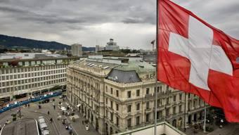 Paradeplatz in Zürich: der Druck auf das Bankgeheimnis steigt (Symbolbild)