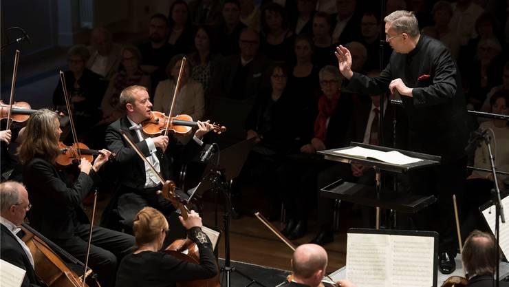 Argovia Philharmonic spielt unter der Leitung von Douglas Bostock.