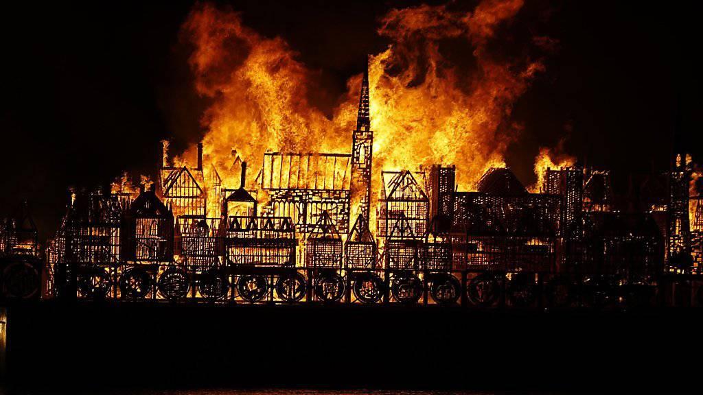 Die 120 Meter lange Holzkonstruktion ist eine Nachbildung der Londoner Altstadt, die 1666 bei einem Brand zu fast 80 Prozent zerstört wurde.