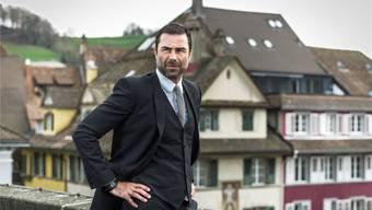 René Brülhart leitet die Finanzaufsicht imVatikan und ist neu Verwaltungsrat der Hypothekarbank Lenzburg; im Hintergrund der Stadtkern von Lenzburg.Chris Iseli