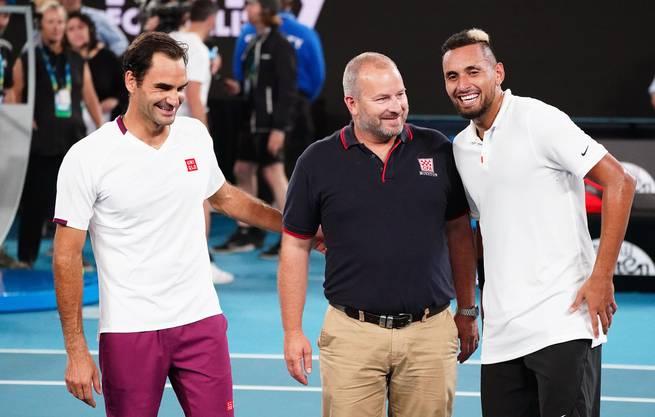 Roger Federer, Nick Kyrgios und Alistair Mason, australischer Feuerwehrmann beim Rally For Relief in Melbourne.