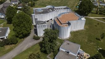 Blick auf das ökumenische Kirchzentrum in Langendorf mit den beiden Kirchen und dem Kirchturm. (Archivbild)