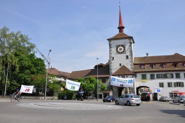 Ja-Plakate bei der Mellinger Altstadt.