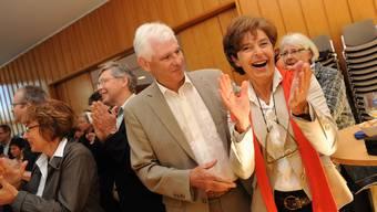Nach der Bekanntgabe: Maria Iselin (Gemeinderätin) und Präsident Willi Fischer freuen sich über die klare Unterstützung der Stimmberechtigten. (Bild: Juri Junkov)