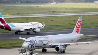 Schwierige Zeiten bei der Arline Niki kurz vor Weihnachten: Rund 1000 Mitarbeiter bangen um ihren Job, nachdem Lufthansa das Kaufangebot für die Air-Berlin-Tochter zurückgezogen hat. (Archivbild)