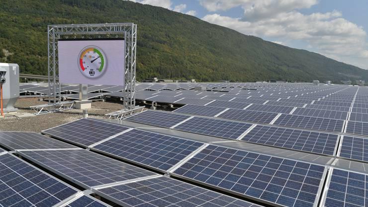 Das weltweit grösste Solarkraftwerk auf einem Stadion wurde in Biel auf dem Dach der Tissot-Arena in Betrieb genommen.