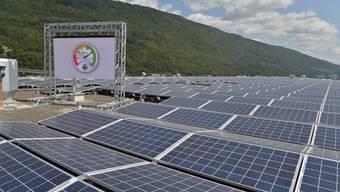 Tissot-Arena in Biel: Energie Service nimmt weltweit grösstes Stadion-gebundenes Solarkraftwerk in Betrieb