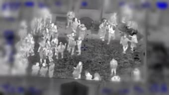 Ein von der Polizei veröffentlichtes Video zeigt die Ausmasse der illegalen Party.