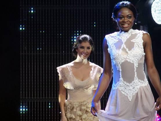 Kurz vor der Krönung zur Miss Earth Schweiz 2016 - Siegerin Manuela Oppikofer und die Zweitplatzierte Noémi Wira (Miss Fire) (Bild ub)